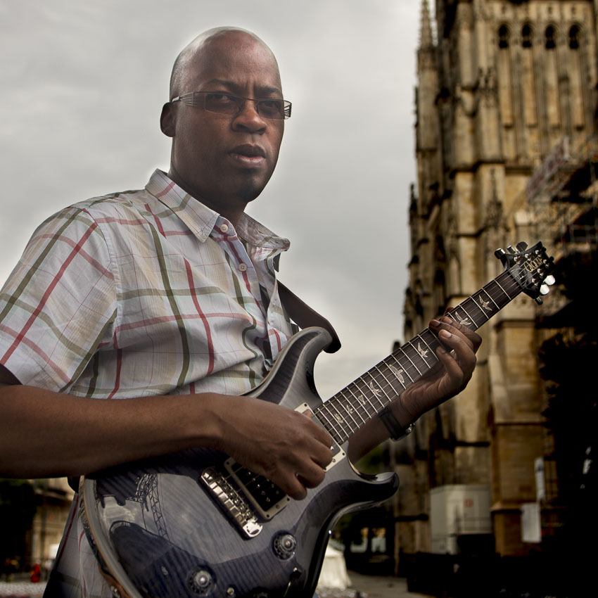 Lionel Loueke (guitar)